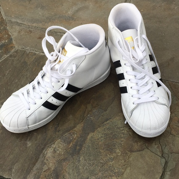 sale retailer d35eb bfe9f adidas Shoes - Adidas old school high tops!